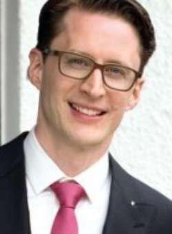 Robert Baustel, Absolvent Wirtschaftsrecht und General Management