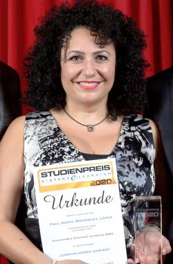 Noemi Rodriguez Lopez, Absolventin Betriebswirtschaftslehre & Wirtschaftspsychologie (B.Sc.) und Business Coaching und Change Management (M.A.)