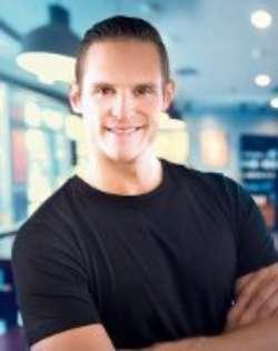 Mischa Rugolo, Absolvent Europ. Betriebswirtschaftslehre (B.A.) und General Management MBA